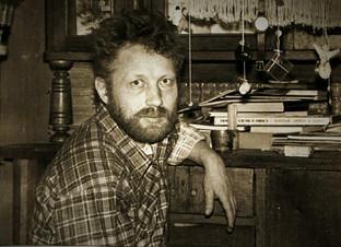Лев Костев в мастерской. 1996 год