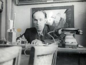 А.В.Сыров в рабочем кабинете