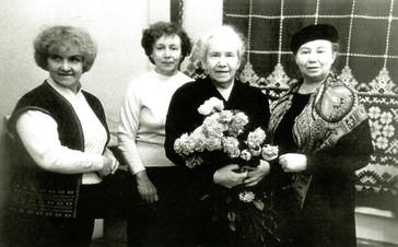 В.В. Грумкова на свой персональной выставке. 1989 год