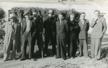 Крайний справа - Романов Н.Г.