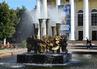 """Фонтан """"Фанфары и маски"""" на площади Театральной г. Рязани"""