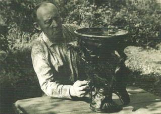 М.М. Пеленкин за гончарным кругом. 1970 г.