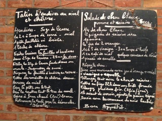 Tatin d'endives au miel et chèvre + salade de chou pomme et raisins secs