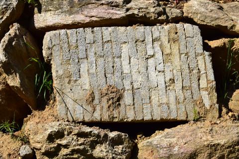 pierre et bloque de briques grise