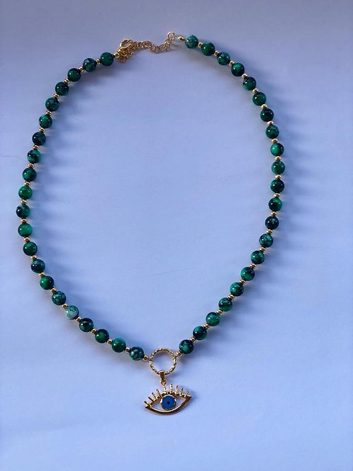 Yeşil taş, göz uçlu kolye