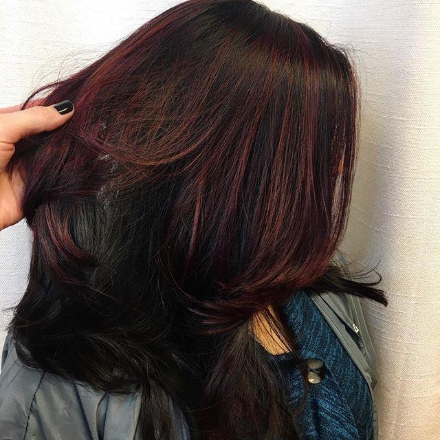 Violet & red oh my 😱 _olaplex in each mixture #hairstylist #haircut #workflow #kiaramooneyhmua #sol