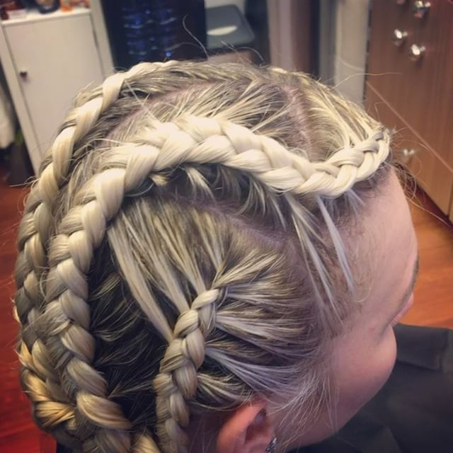 Braid action in the studio with _natt4ka 💁🏼