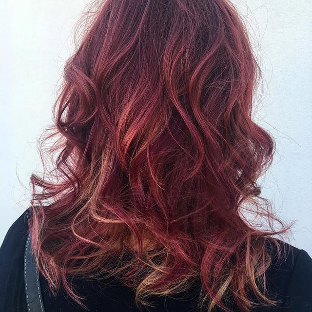 Is it fall yet_!_ Copper, violet & red galore 🍁🍂🍎🍷 #iamgoldwell #curls #beautiful #handpainted #