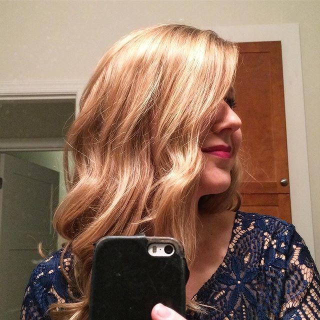 When a client sends you a smokin' NYE selfie 😱 #nye2017 #kiaramooneyhmua #solaboston #curls #olaple