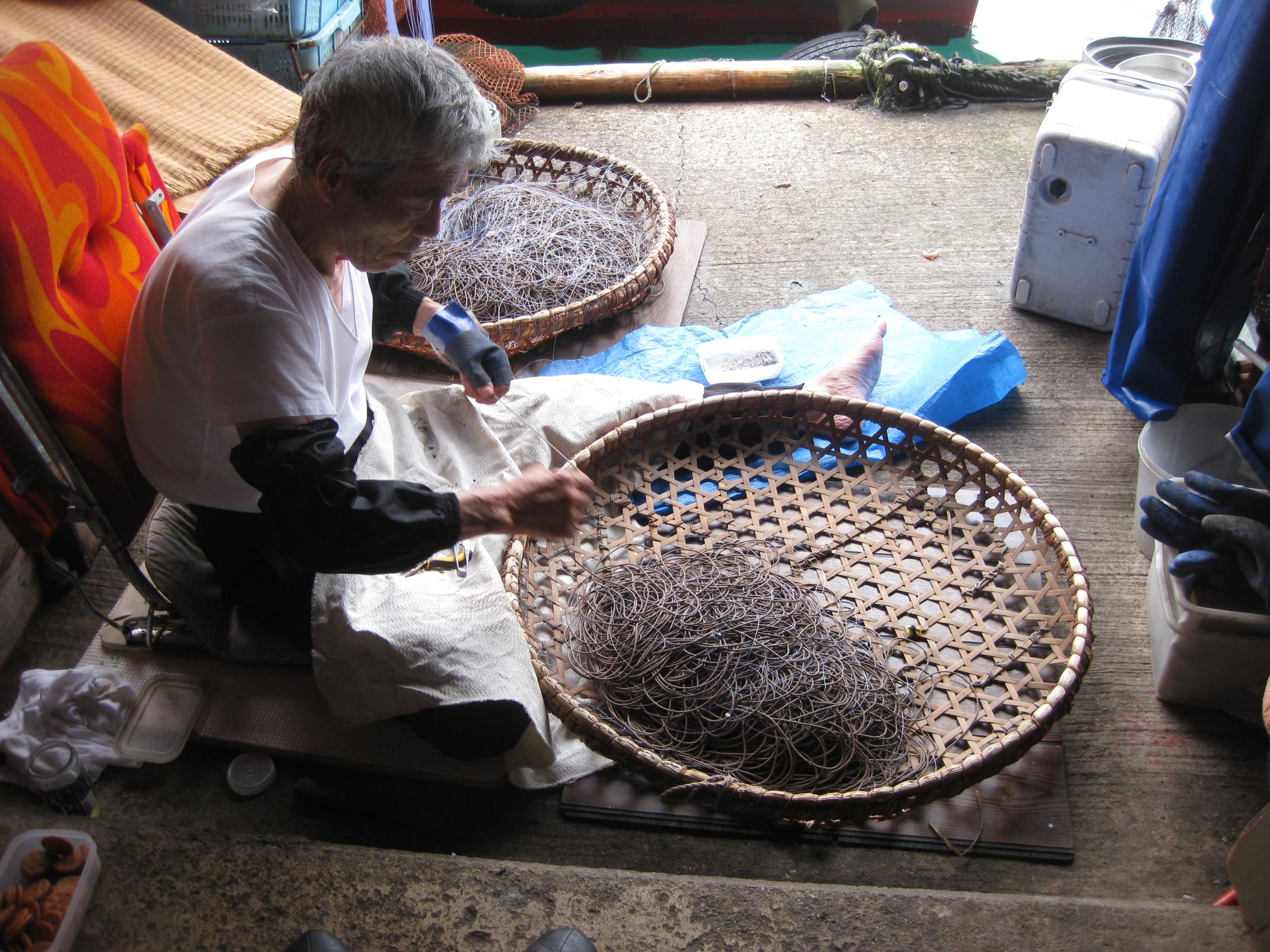 漁具手入れ(伊根の舟屋)