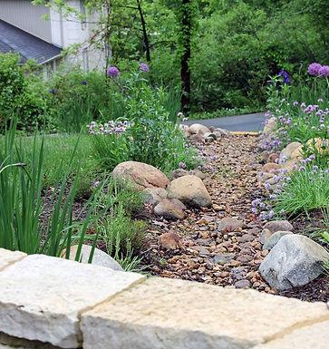 7964628728d50f3b8b40470527f4aeb6--stream-bed-rock-landscaping.jpg