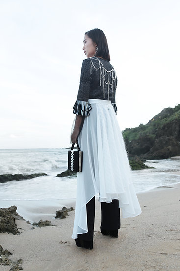 Lace-trimmed knit top with chain