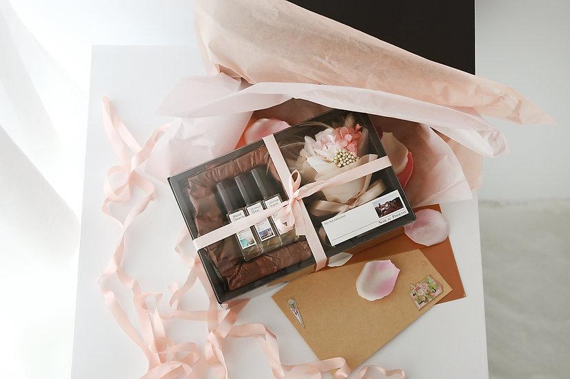 /限量販售/母親節禮物-精油香水組+花束+信封與卡片+禮物包裝*24hr快速出貨*