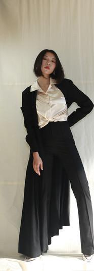 修身落地洋裝外罩衫-黑 貝殼釦光澤感開襟女衫-香檳 高腰微彈落地西裝褲-黑
