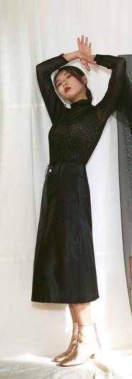 細直紋網紗上衣-黑 修身側口袋皮裙-黑