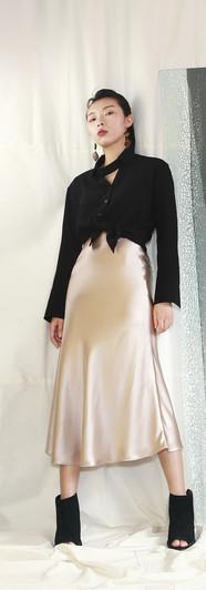 頸飾設計薄西裝女衫 香檳絲光魚尾裙
