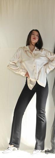 貝殼釦光澤感開襟女衫-香檳 高腰微彈落地西裝褲-黑