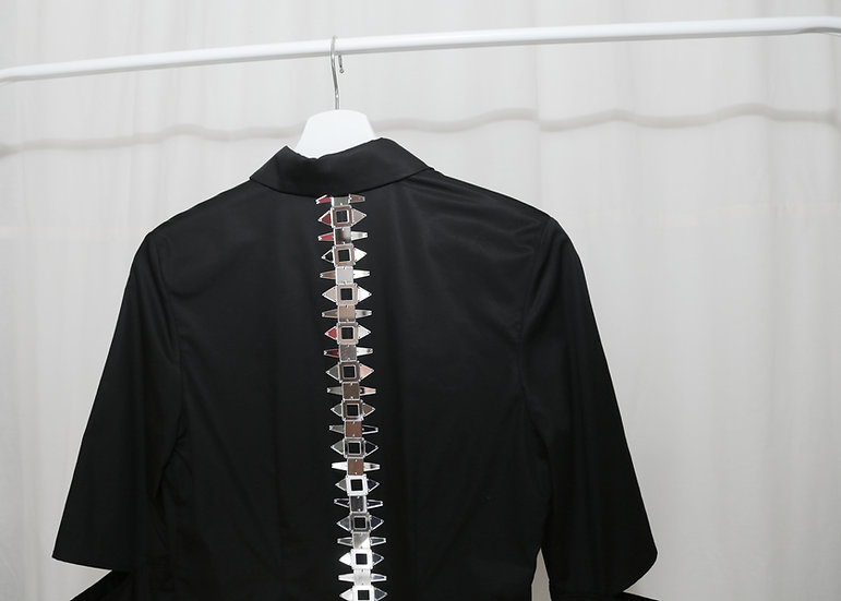 Cutout sleeve shirt with mirror spine