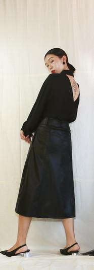 美背寬鬆女衫-黑 修身側口袋皮裙-黑