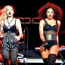 Tour & performing -037.jpg