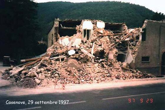 Umbria Marche 1997 - Casenove.jpg