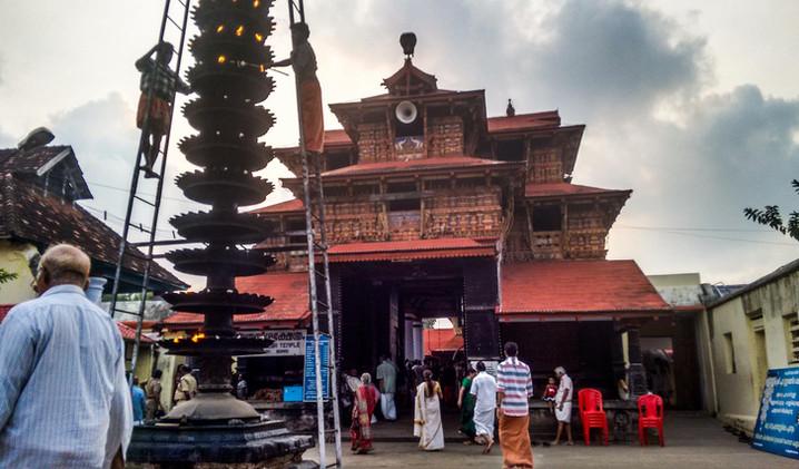 Poornatreshan temple Tripunithara.jpg