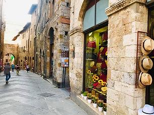 San Gimignano Shopping - LL.jpg