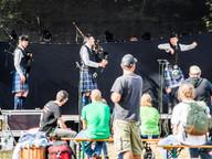 Součástí hudebního vystoupení byla i ukázka skotského tance.