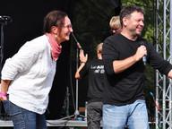 Festival moderoval architekt Josef Smutný, rodák ze Strakonic. Na fotografii zrovna zpovídá hlavní organizátorku festivalu a předsedkyni spolku Sudoměřské proudy Janu Hrdinovou.