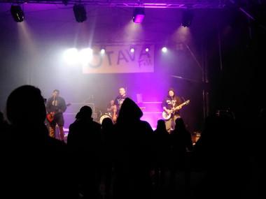 O půlnoci se pogovalo za doprovodu kapely Cela pro Klárku...