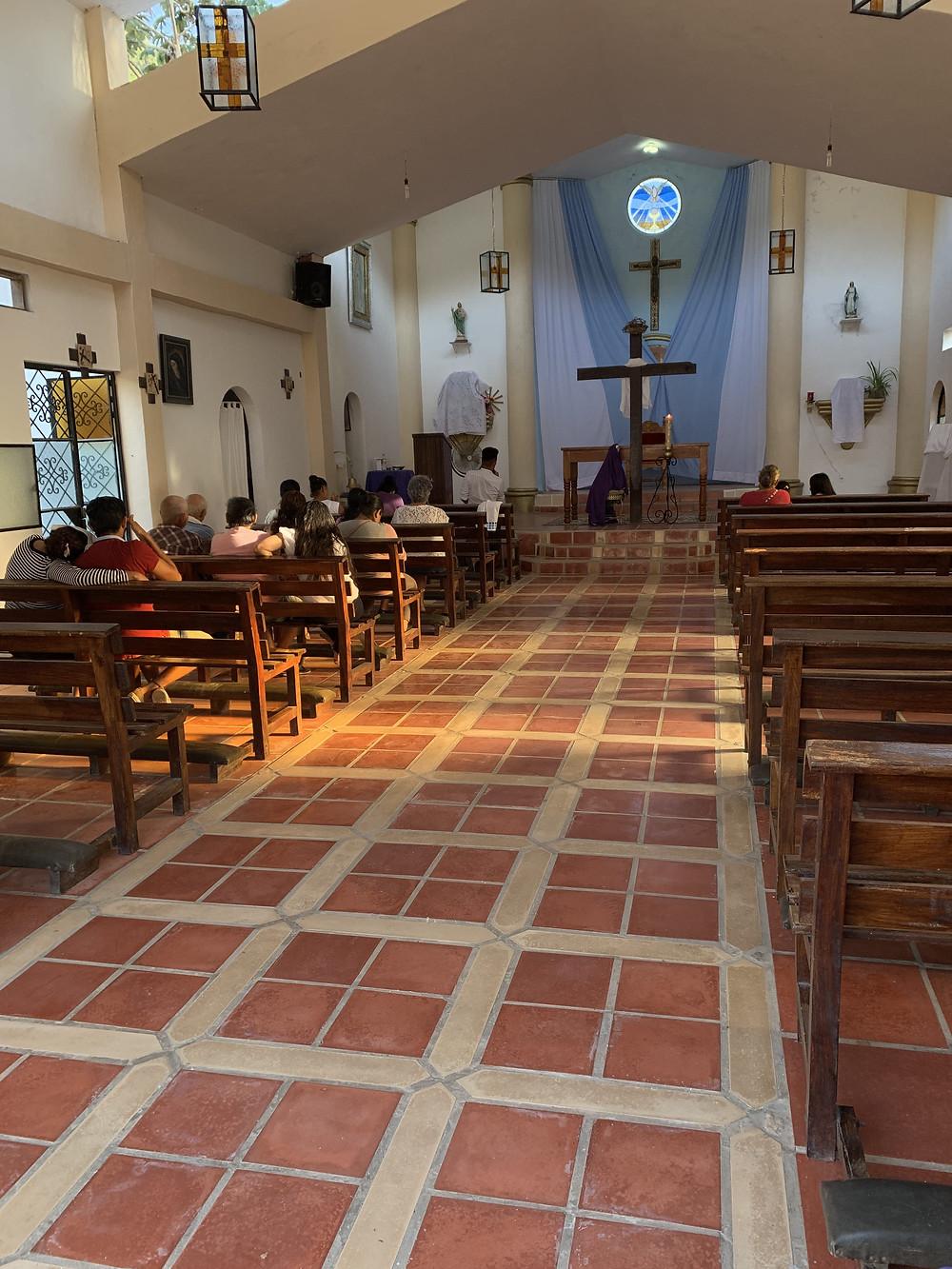 Inside of the chapel.  Waiting for the priest to arrive./ Dentro de la capilla. Esperando a que llegue el sacerdote