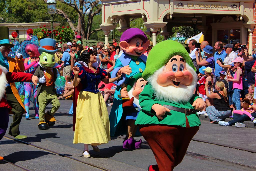 dwarves parade