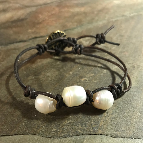 Leather & Pearls Bracelet