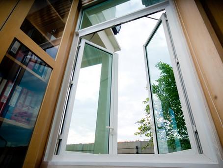12 ไอเดีย ตกแต่งห้อง ให้ดูโล่ง โปร่ง เย็น สบาย โดยใช้ประตู หน้าต่าง อลูมิเนียม