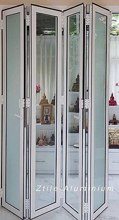 Aluminium Folding door in White ประตูเฟี