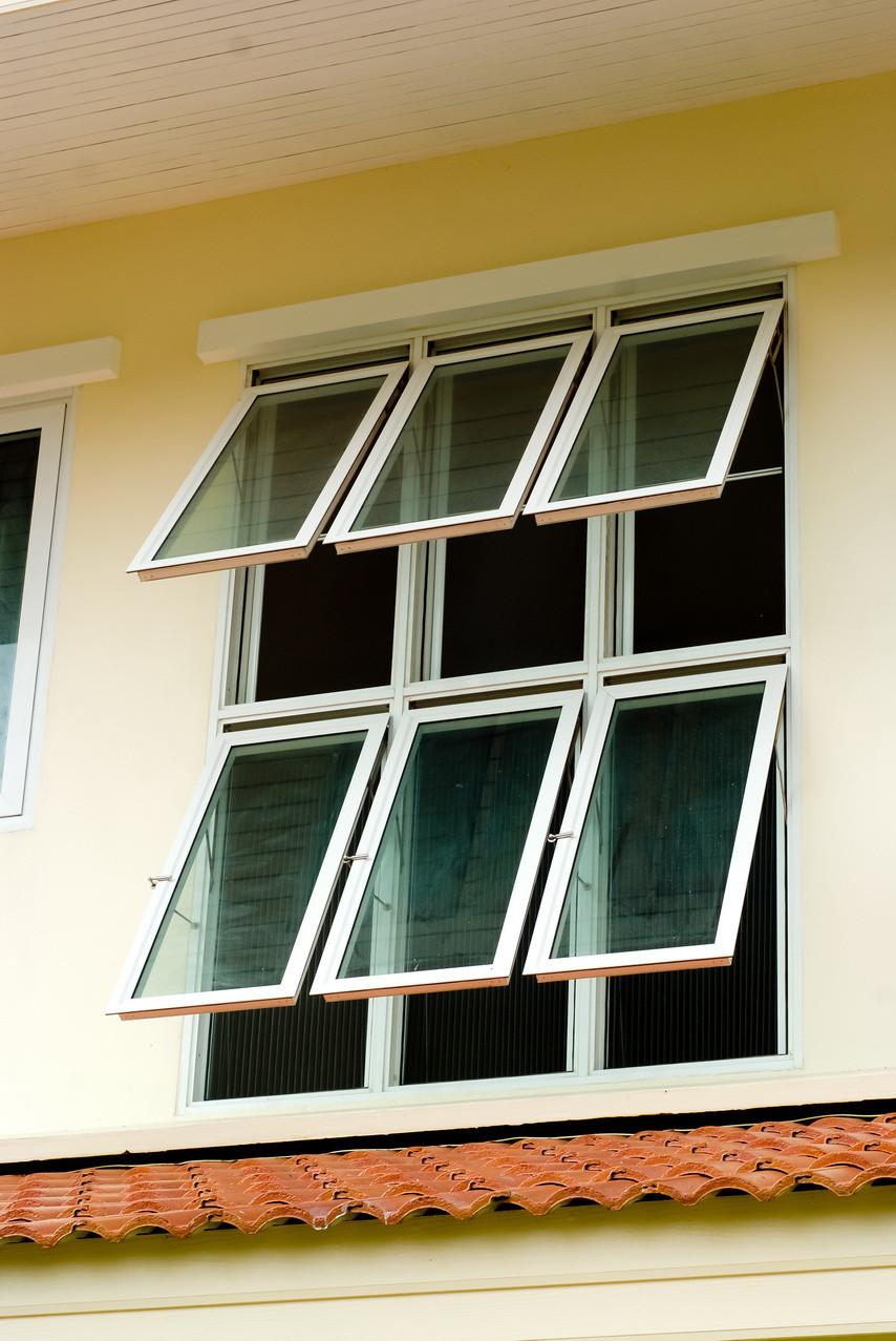 บานกระทุ้ง + มุ้งจีบ   Awning Window + Pleated Insect screen