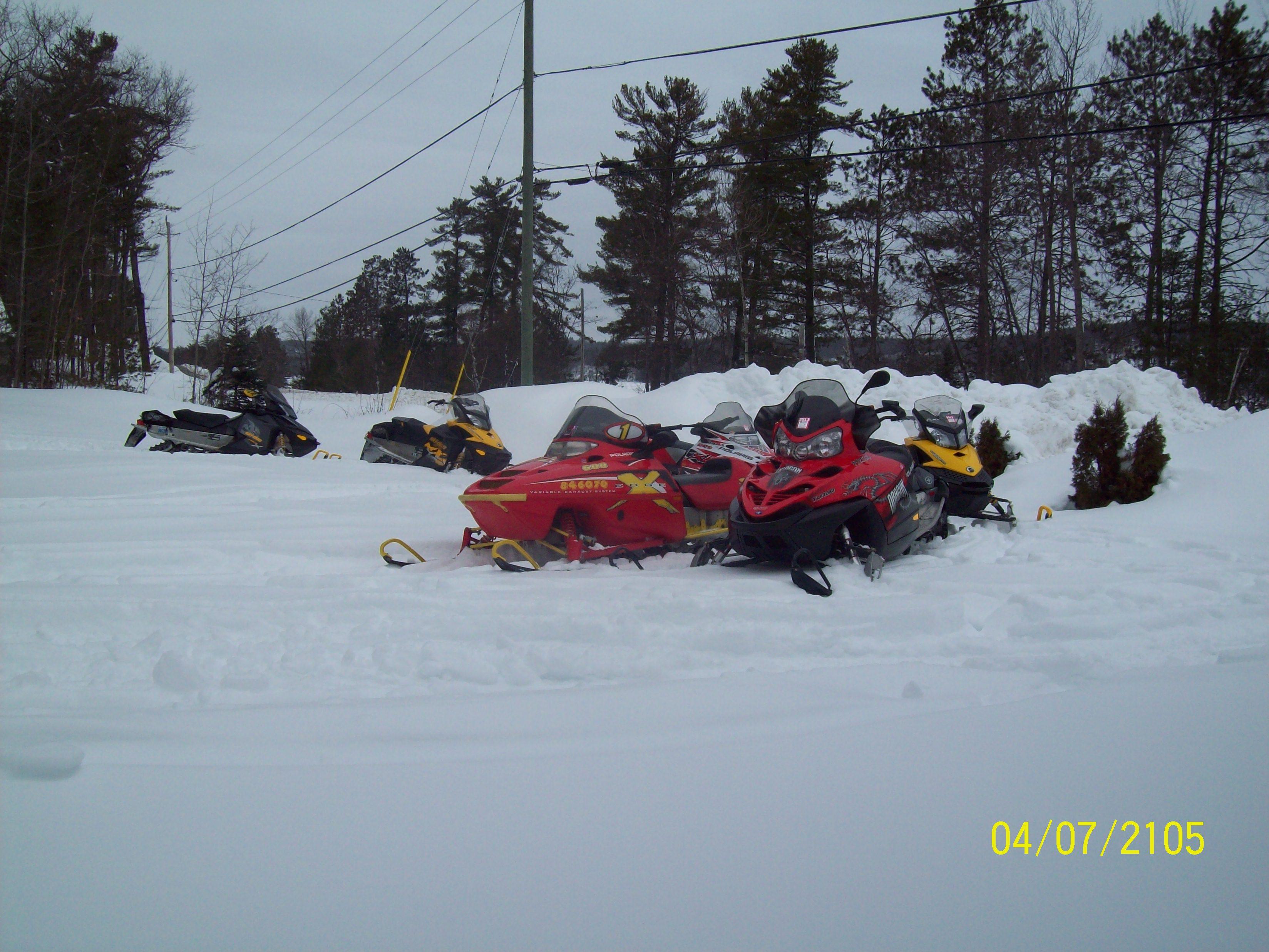 snowmobilers 002.JPG