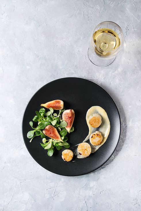 Fried scallops with lemon, figs, sauce a