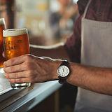 Barman met Bier