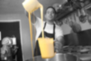 Beaven Pasteleros Preparando Pastel.jpg