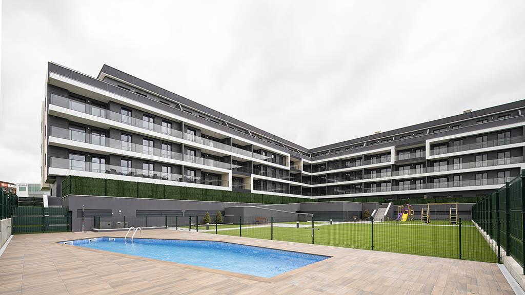 Edifício com janelas de PVC