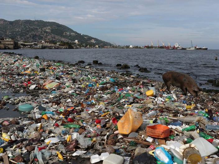 La basura plástica en el océano podría triplicarse para 2040.