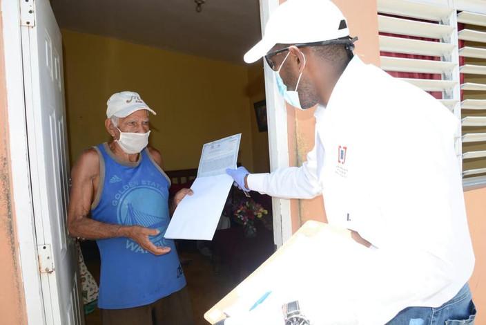 Comisión completa la entrega de más de 2 mil títulos a domicilio en Nagua y Cabrera