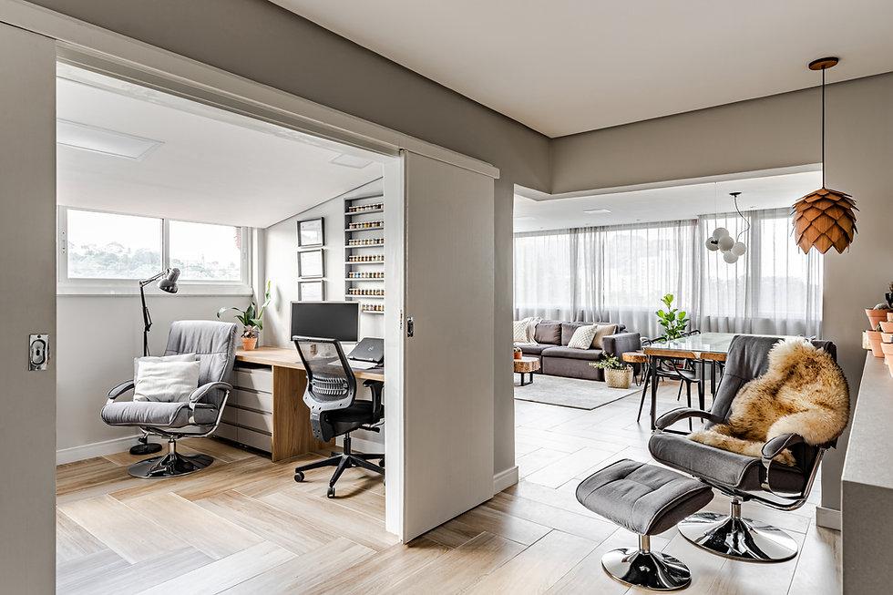 Sala integrada com home office