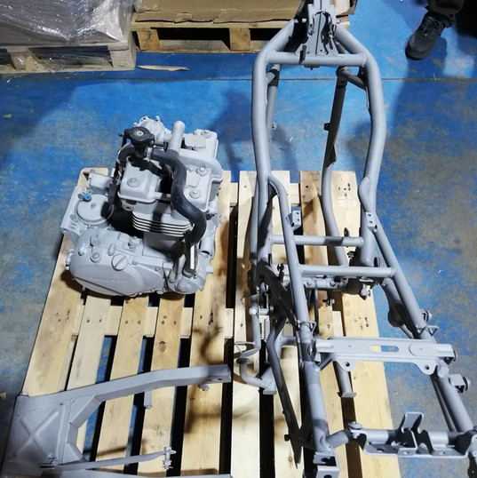 cadre et moteur de moto décapés