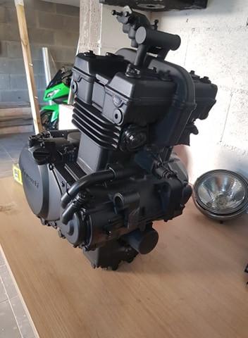 moteur de moto repeint