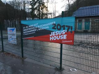 Banner am Veranstaltungsort