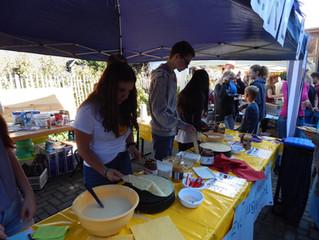 Ansturm auf die Crêpes der Ev. Jugendallianz auf dem Apfelfest