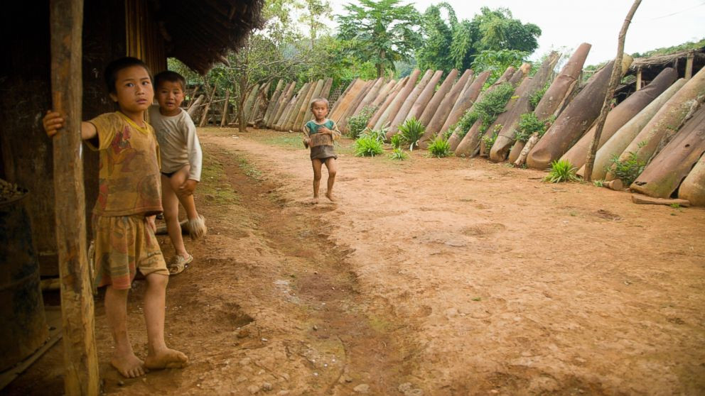 GETTY_Laos_boys_bombs_160909_16x9_992.jp