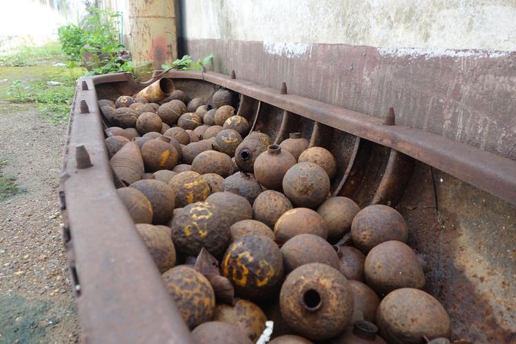 10._Laos_Cluster_Bombs.0.JPG
